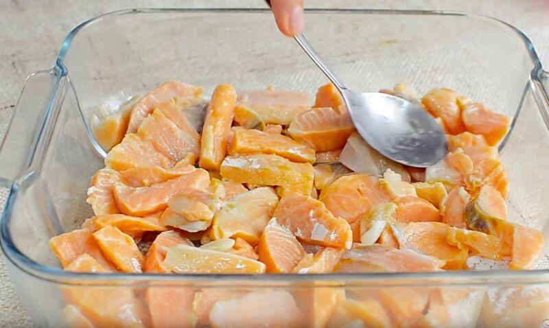 Горбуша в духовке — 11 рецептов. Как запечь рыбу, чтобы была сочная и вкусная? || Горбуша с соевым соусом запеченная в духовке
