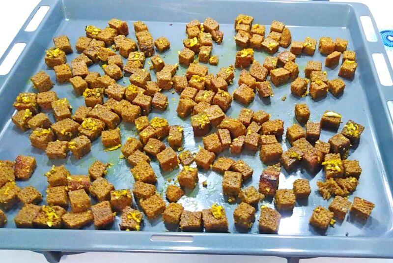 ржаные сухарики с чесноком